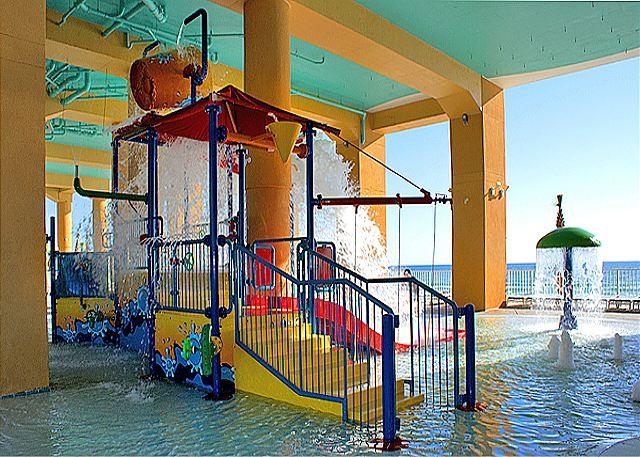 BEACHFRONT FOR 9! CORNER UNIT! OPEN SPRING BREAK DATES! - Panama City Beach, Florida