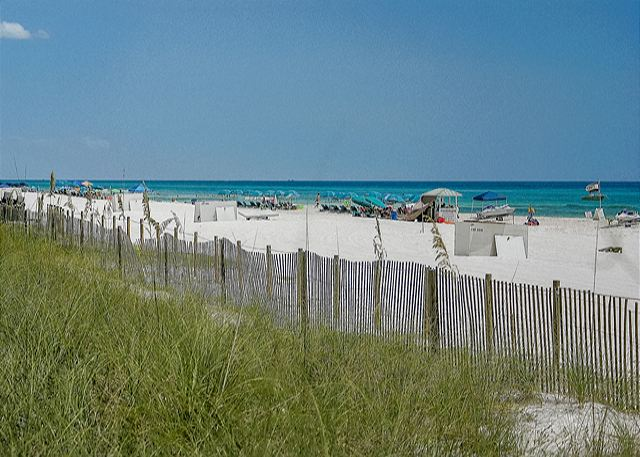 COZY BEACHFRONT CONDO FOR 4! NEW DECOR! OPEN 3/15-22! ONLY $895 TOTAL! - Panama City Beach, Florida