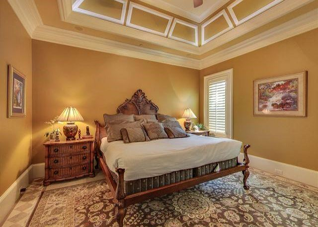 1ST FLOOR MASTER SUITE WITH KING  BED