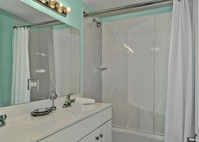 MASTER BATH WITH DOUBLE VANITY