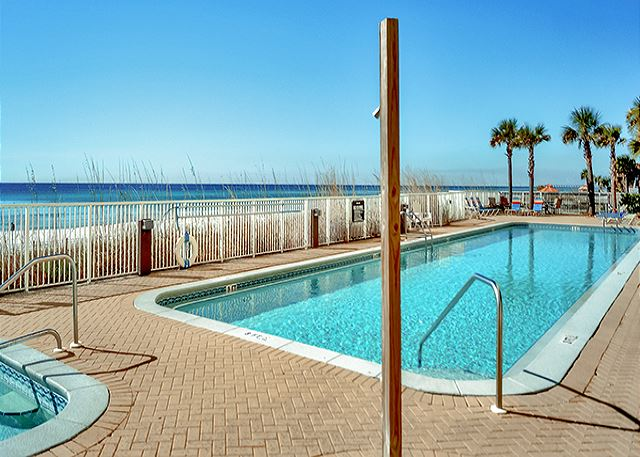 NICE BEACHFRONT POOL