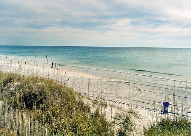 STROLL THE BEACH