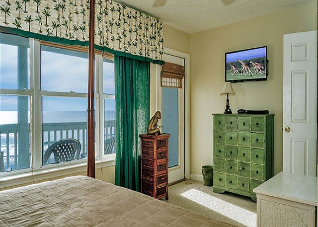 SEE THE BEACH FROM THE BEDROOM