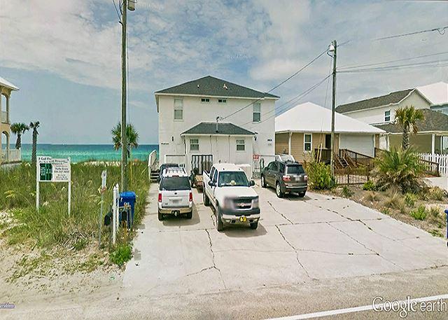 BIG BEACH HOUSE RIGHT ON THE BEACH