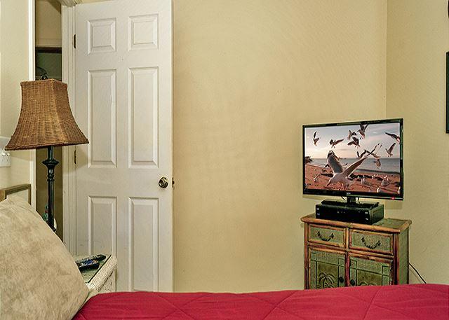 FLAT SCREEN IN 3RD BEDROOM