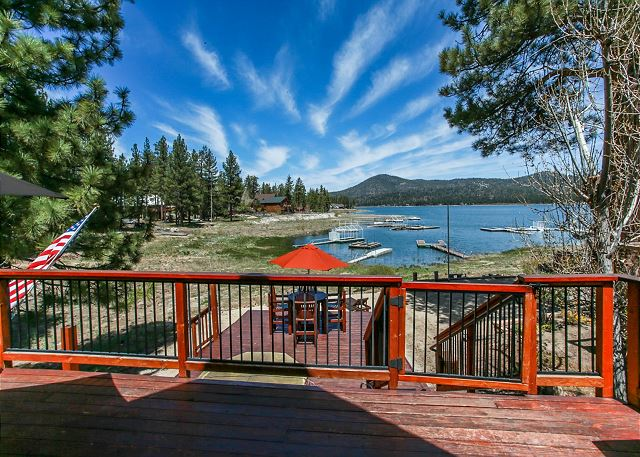 Beautiful Lakeview of the back deck