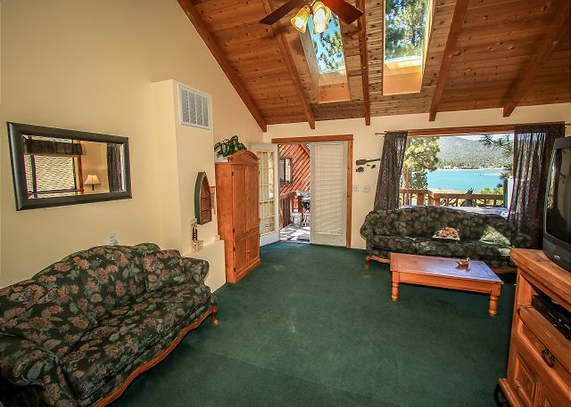 Private Master Suite - detached 500 sq ft