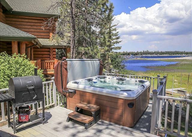Newer HOT TUB with LAKE VIEWS