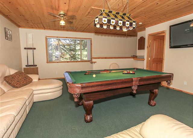 LARGE GAMEROOM with Pool Table !