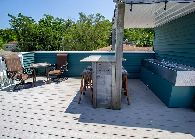 Roof top deck with wet bar