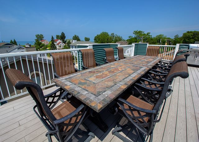 Roof top deck dining area