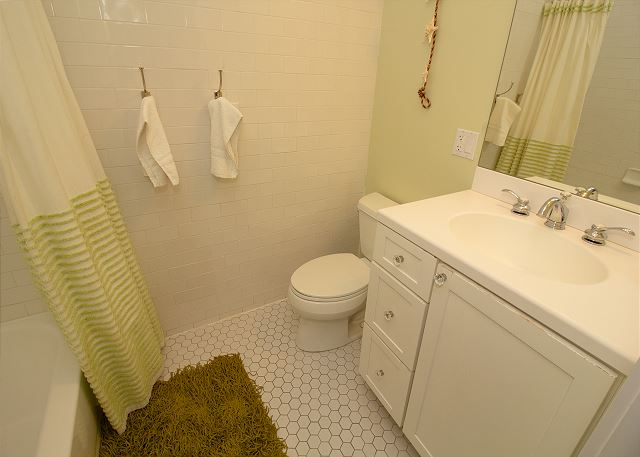 Bathroom attached to the Full and Twin bedroom