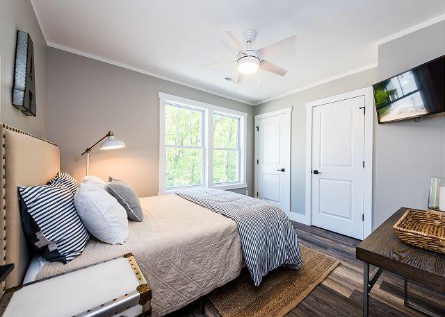 Second level queen bedroom