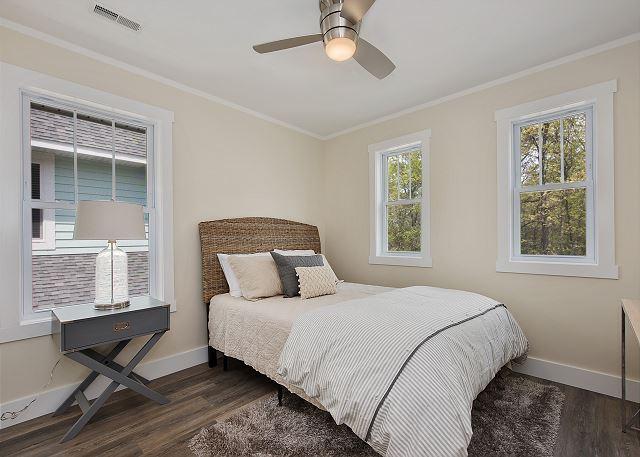 Second Floor Bedroom-Queen