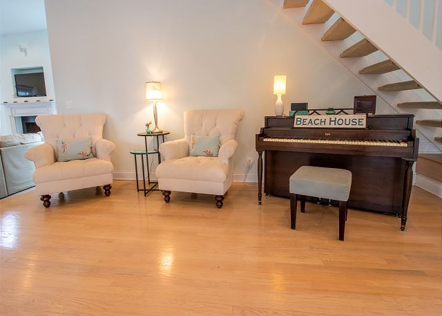 Main level quiet sitting with piano