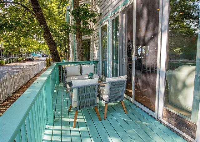Side deck off sitting room