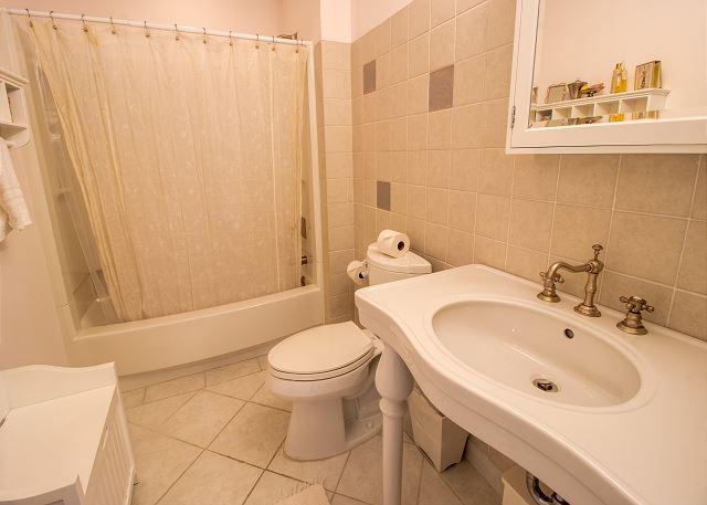 Second level hall full bath