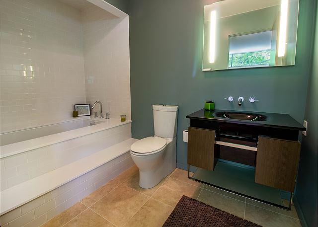 Second level full master bath
