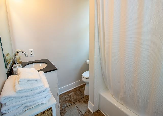 Second/Main level hall full bath