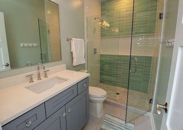 Second level hall 3/4 bath