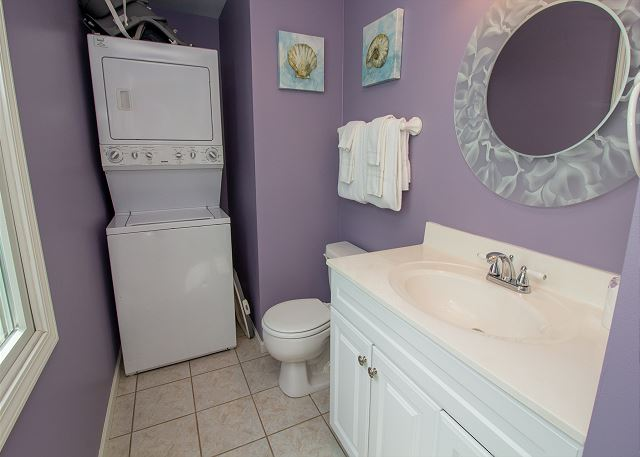 Guest house full bath with laundry