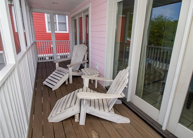 Screened in porch overlooking the driveway