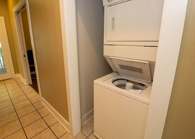 Mail level stacking washer/dryer
