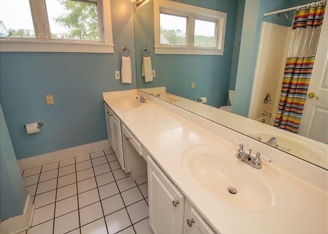 Second floor hall full bathroom