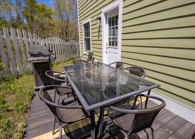 Guest House Back Deck with grill