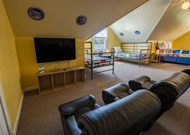 Third Level Bedroom #7- 1 Queen & 4 Twins