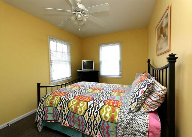 Second floor queen bedroom (guest House)