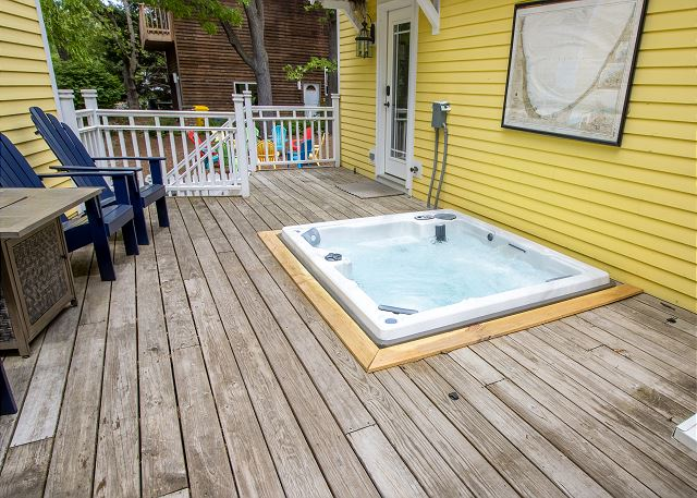 Hot tub between main and guest house