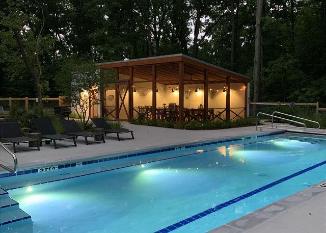 Pool evening vibe - White Pine