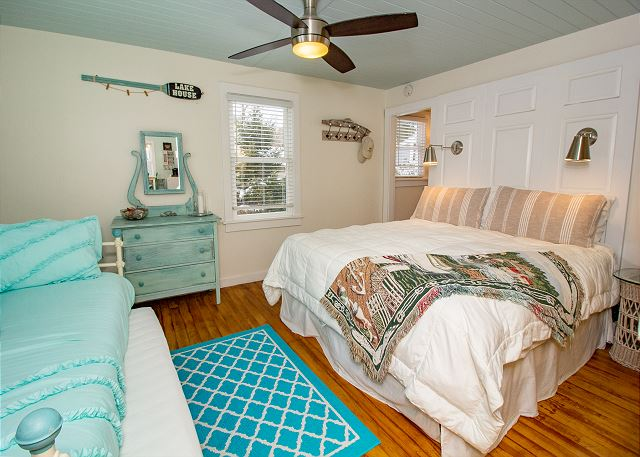 King Master with Twin Day Bed and Twin Trundle