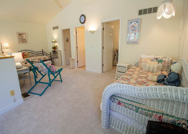 Second level landing with two twin trundle beds sleeps 4