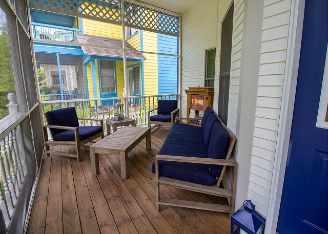 Front screened in porch seating area