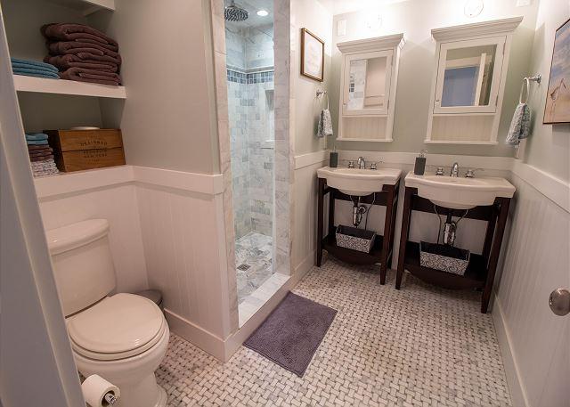 Main level 3/4 master bathroom
