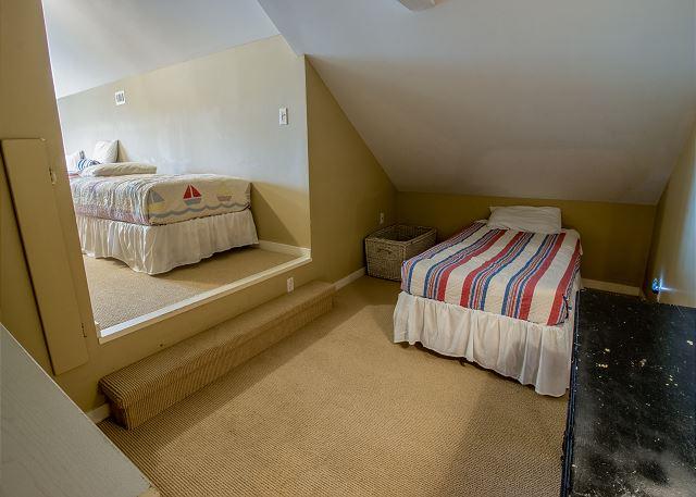 Third Level Bedroom #5 - 5 twin beds