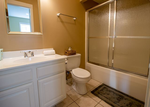 Second Level full hall bath