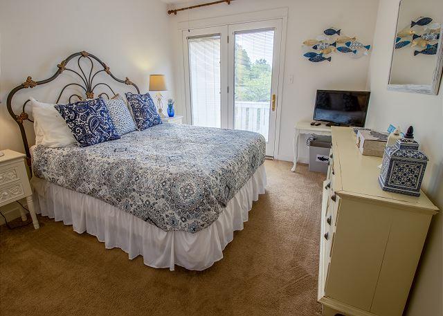 Second Level Bedroom #2 - Queen bed