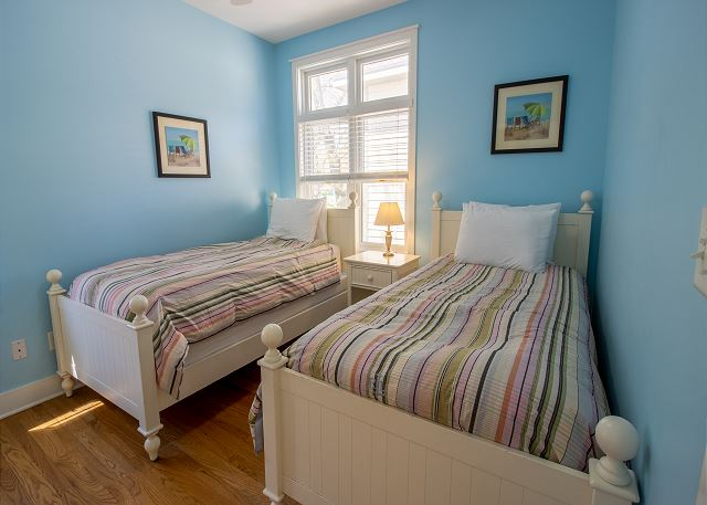 Second level bedroom #2 - 2 twin bed with jack and jill full bat