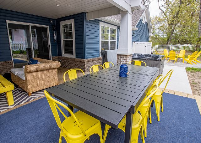 Back patio with outside dining