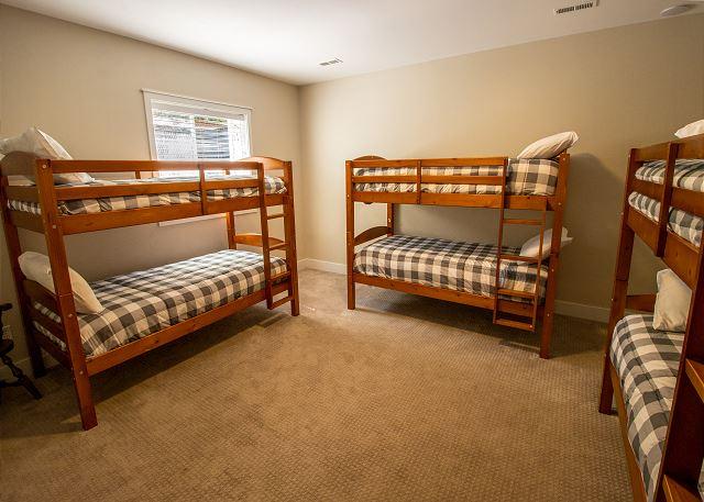 Basement bedroom #2 - Bunk room