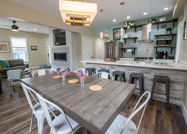 Main level dining for 6 and kitchen