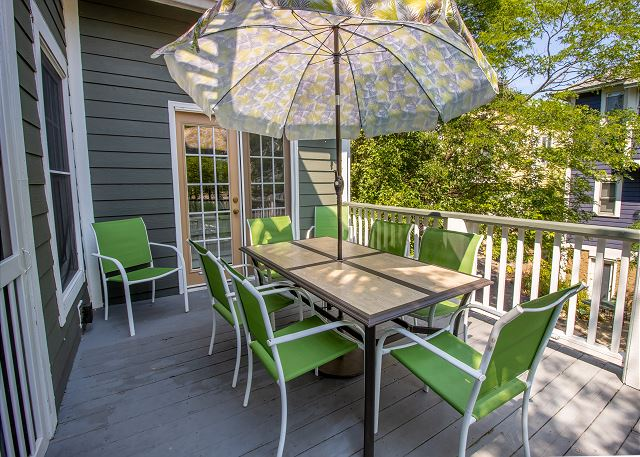 Second/main level porch dining