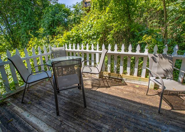 Guest house main level private deck with gas grill