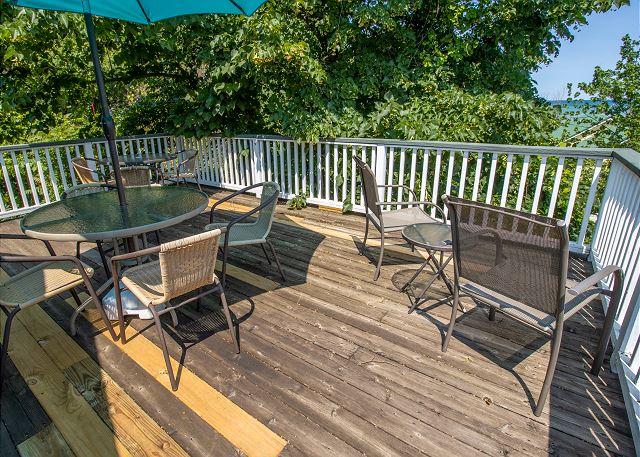 Second level private deck
