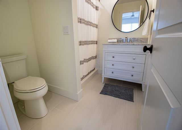 Attached 3/4 bath