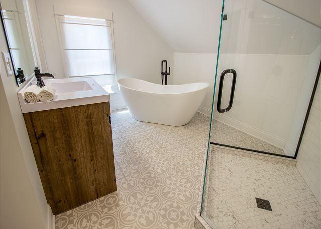 Third Level Hall Full Bath