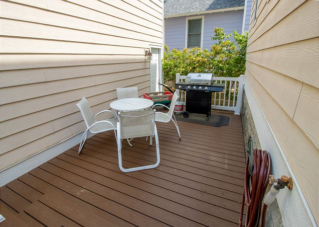 Back deck seating with gas grill